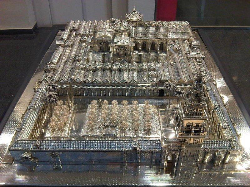 Mezquita realizada en plata cordobesa